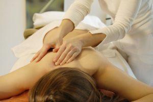 09-statiya-massazhist-manualnyj-terapevt-otlichiya